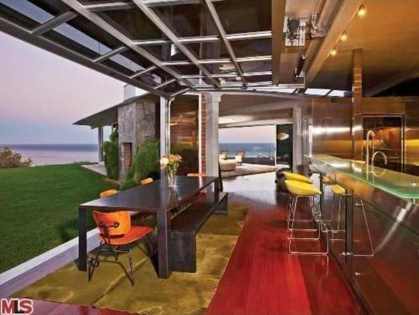 brad_pitts_house_in_malibu_california